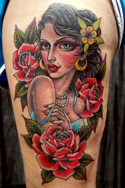 Tatuaggio Spalla Old School Gypsy di NY Adorned