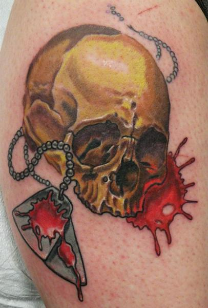 Tatuaje Hombro Cráneo por Pino Bros Ink