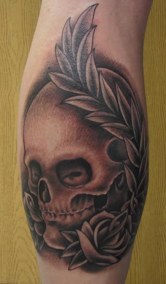 Totenkopf Hand Tattoo von Proton Tattoo