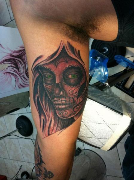 Tatuaggio Braccio Teschio Messicano di Sakura Tattoos