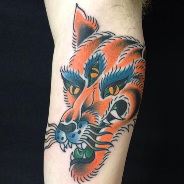 Arm New School Wolf Tattoo von Sakura Tattoos