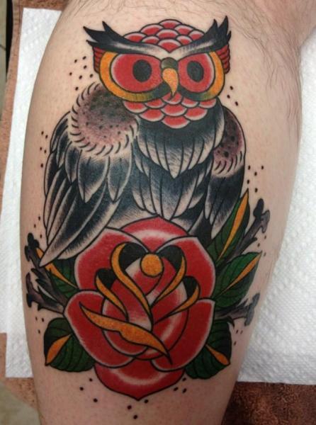 Tatuaje Ternero Old School Buho Por Sakura Tattoos