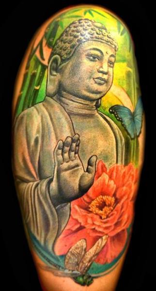 Tatuaje Hombro Realista Buda por Club Tattoo