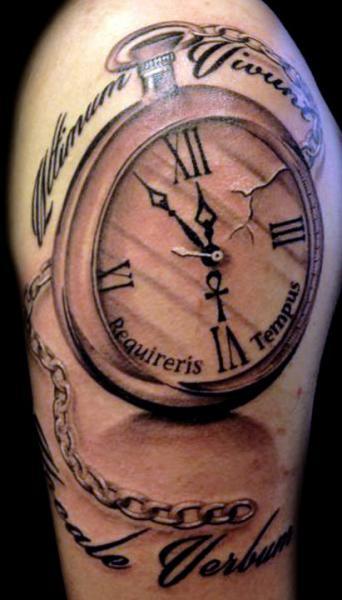 Tatuaggio Spalla Realistici Orologio di Club Tattoo