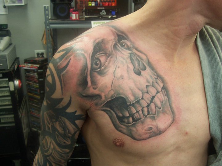 Shoulder Skull Tattoo by Tattoo Lous