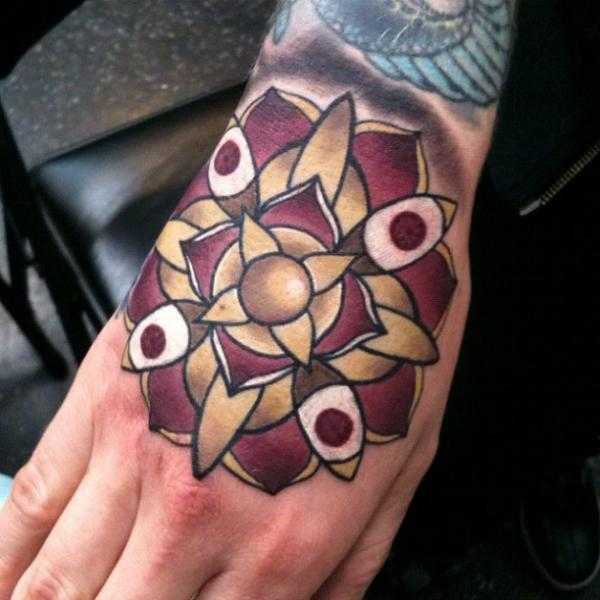 Blumen Hand Tattoo von Scott Falbo