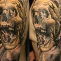 tatouage Épaule Bras Crâne par Dimitri Tattoo