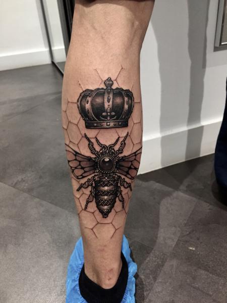 Calf Crown Bee Tattoo by Dimitri Tattoo