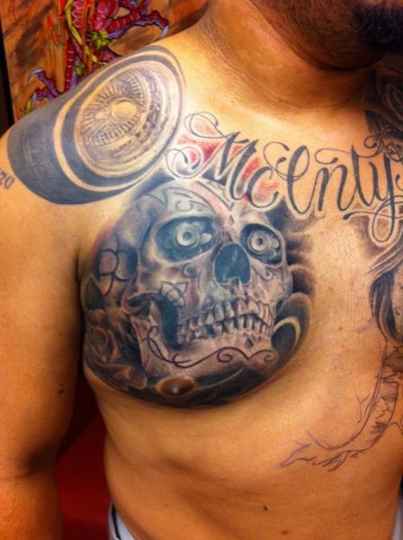 Tatuaggio Petto Teschio di Urban Art Tattoo