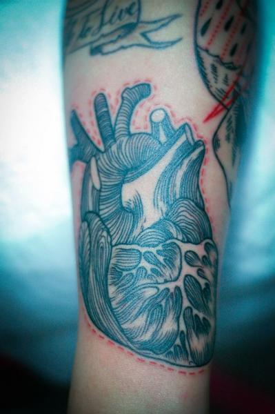 Arm Herz Zeichnung Tattoo von Czi Tattoo Studio
