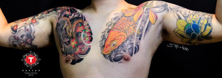 Tatuaje Brazo Pecho Japoneses Carpa por Tatist Tattoo