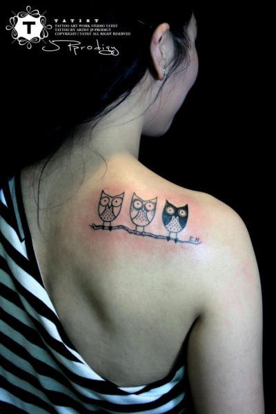 Schulter Eulen Zeichnung Tattoo von Tatist Tattoo