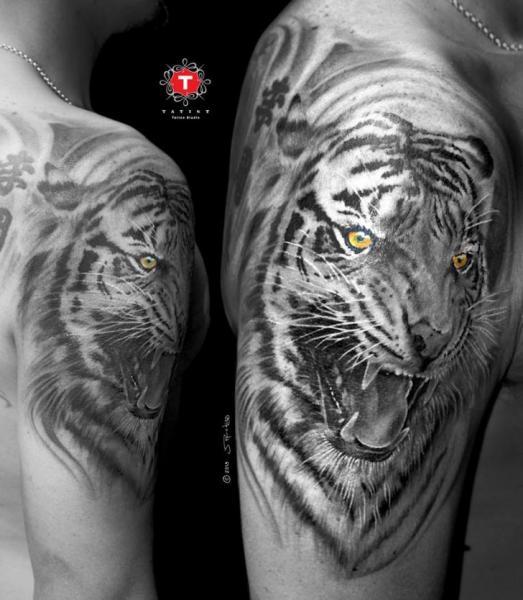 Shoulder Realistic Tiger Tattoo by Tatist Tattoo