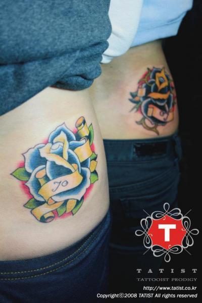 Old School Blumen Seite Tattoo von Tatist Tattoo