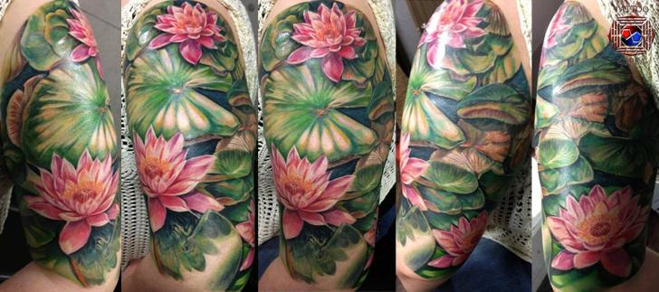 Arm Realistic Flower Tattoo by Tattoo Korea