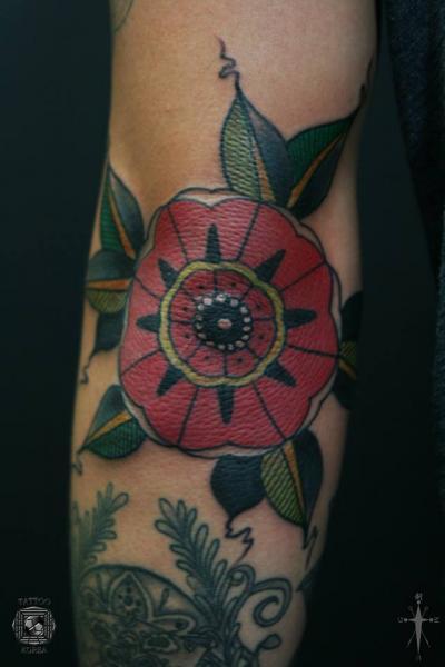 Tatuaje Brazo Old School por Tattoo Korea