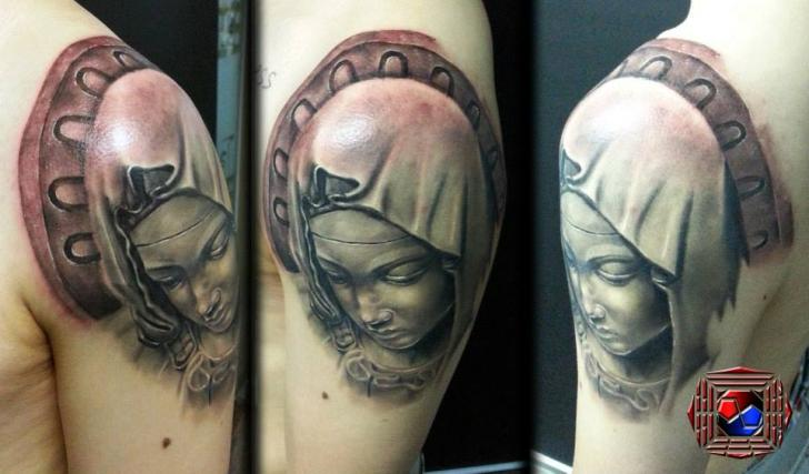 Shoulder Realistic 3d Tattoo by Tattoo Korea