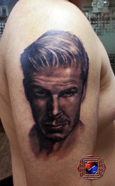 Schulter Porträt Realistische Tattoo von Tattoo Korea