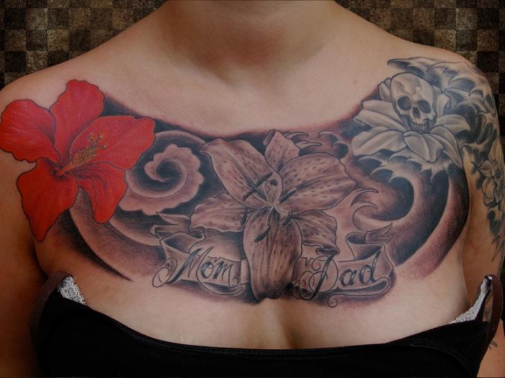 Blumen Brust Tattoo von Andys Body Electric