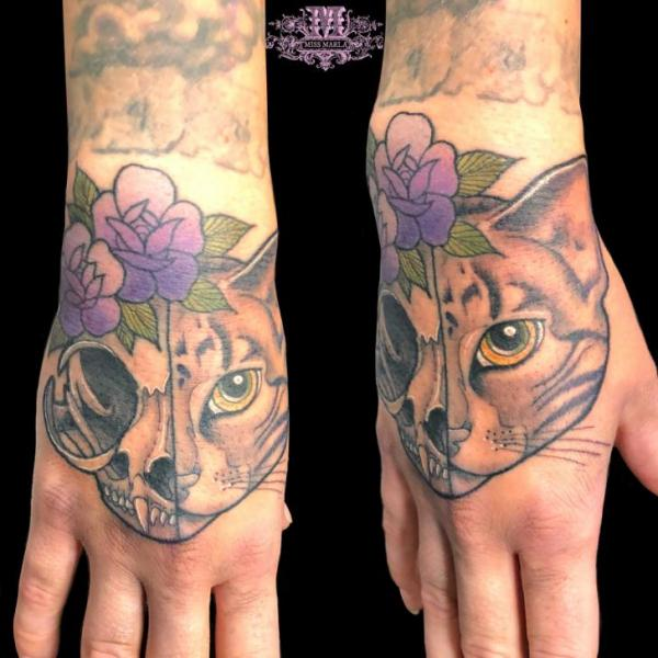 Totenkopf Hand Katzen Tattoo von Andys Body Electric