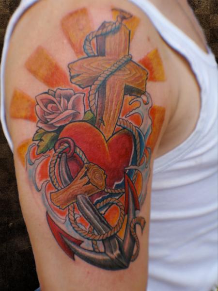 Tatuaggio Spalla Cuore Ancora Croce di Andys Body Electric