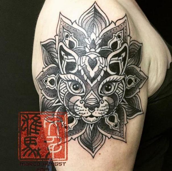 Schulter Katzen Mandala Tattoo von Andys Body Electric