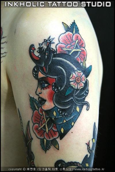 Schulter Old School Tattoo von Inkholic Tattoo