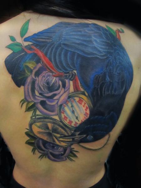 Uhr Blumen Rücken Krähen Tattoo von Sunrat Tattoo