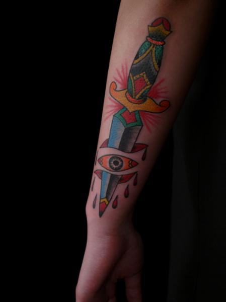 Tatuaje Old School Ojo Daga por Sunrat Tattoo