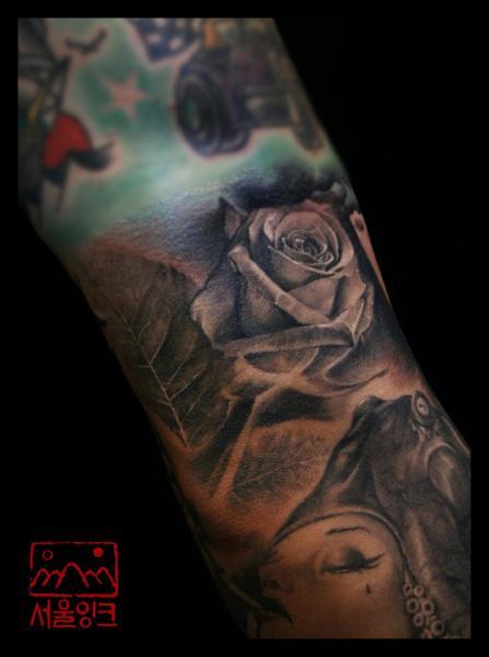 Arm Realistic Flower Tattoo by Seoul Ink Tattoo