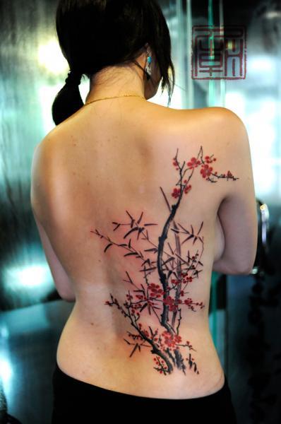 Tatuaje Realista Espalda Árbol por Tattoo Temple