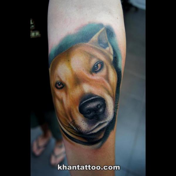 Arm Realistische Hund Tattoo von Khan Tattoo
