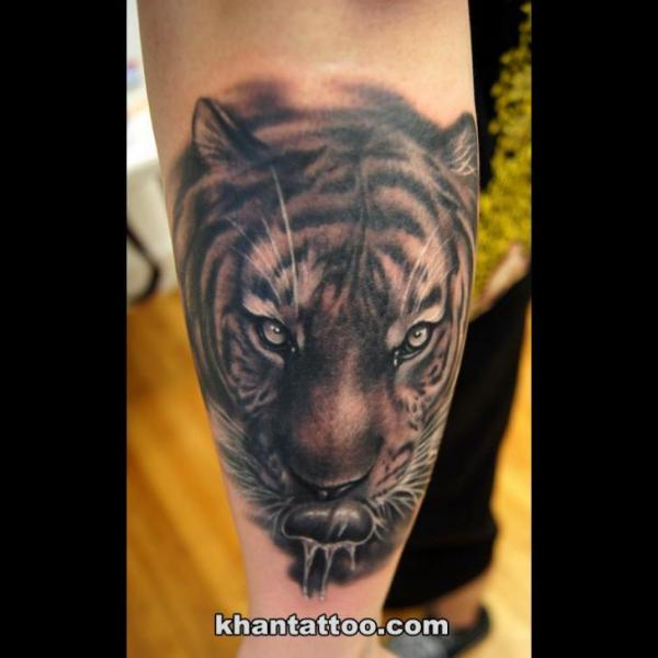 Arm Realistische Tiger Tattoo von Khan Tattoo