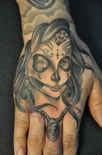 Old School Finger Hand Kopf Tattoo von Detroit Diesel Tattoo