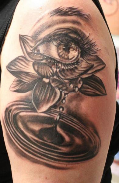 Tatuaggio Spalla Occhio di Artifex Tattoo