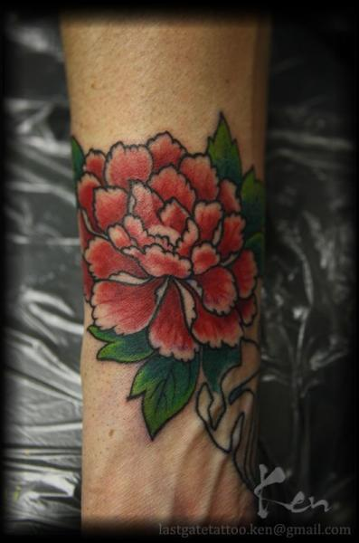 Arm Old School Flower Tattoo by Last Gate Tattoo