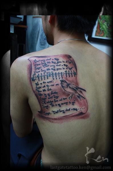 Leuchtturm Rücken Vogel Tattoo von Last Gate Tattoo