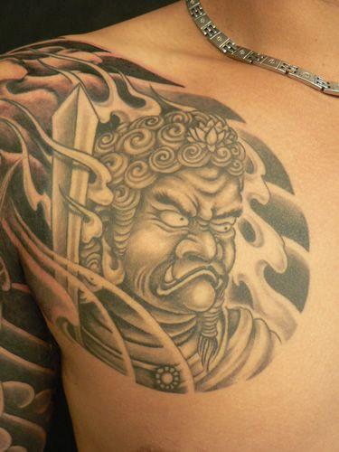 Schulter Japanische Tattoo von M Crow Tattoo