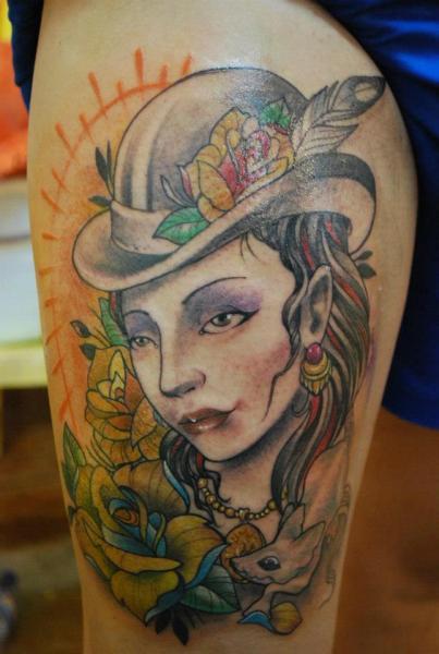 Frauen Oberschenkel Tattoo von Hell Tattoo