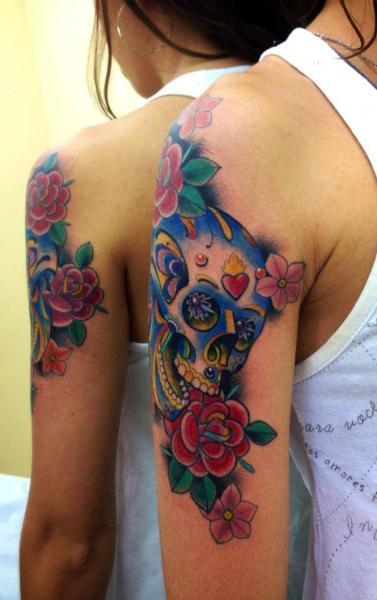 Arm Blumen Totenkopf Tattoo von Leds Tattoo