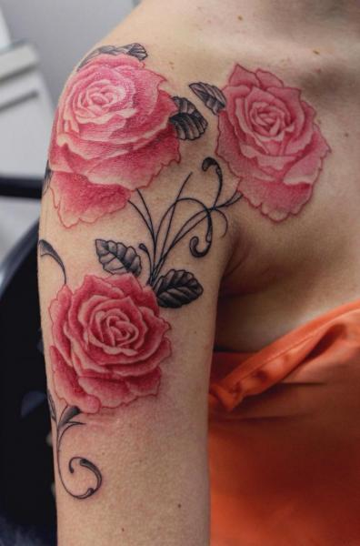 Shoulder Realistic Flower Tattoo by Maceio Tattoo