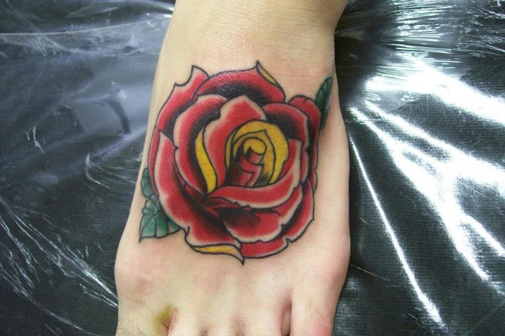 Old School Fuß Blumen Tattoo von Tattoo Loyalty