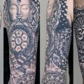 Arm Fantasie Buddha tattoo von Sake Tattoo Crew