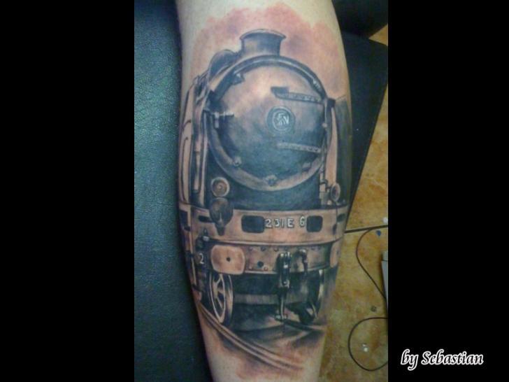 Arm Realistische Zug Tattoo von Baltic Tattoo