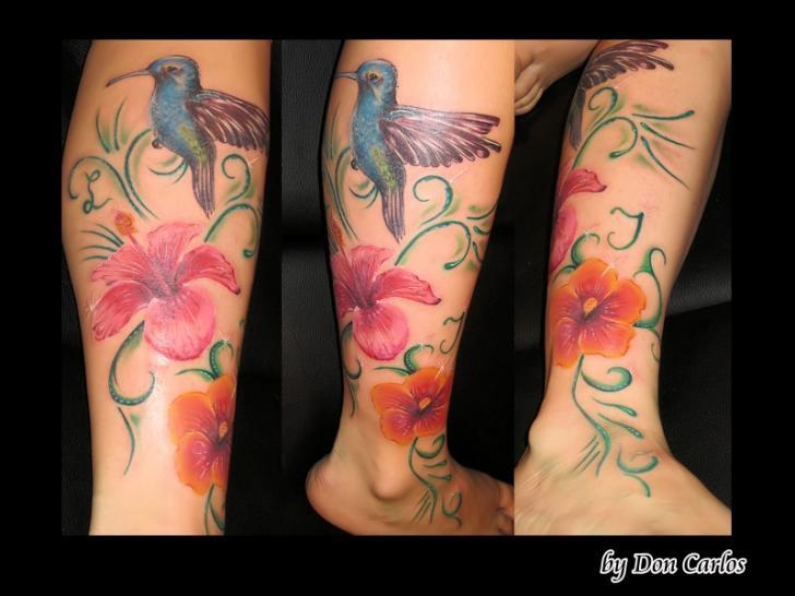 Tatuaggio Realistici Gamba Fiore Uccelli di Baltic Tattoo