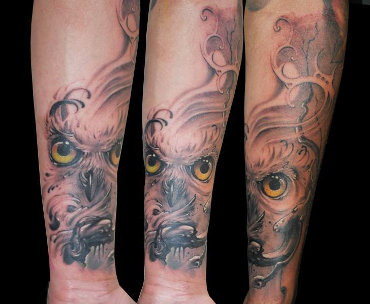 Tatuaje Brazo Búho por Medusa Tattoo
