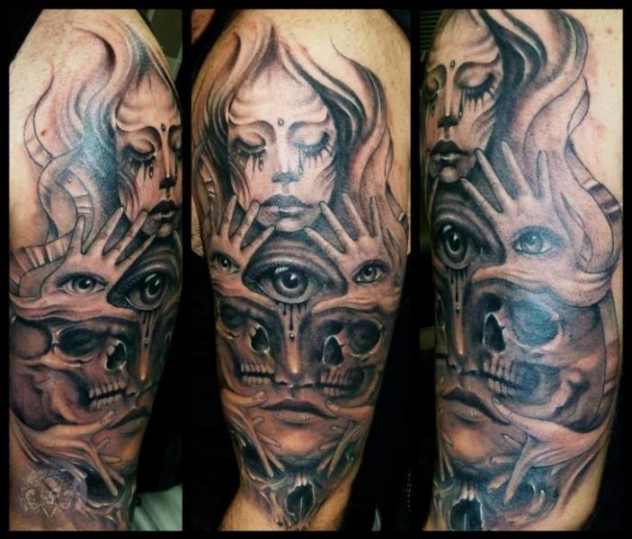 Tatuaje Hombro Cráneo Mujer Ojo por Medusa Tattoo
