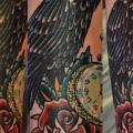 tatuaje Reloj Flor Cuervo por Upstream Tattoo