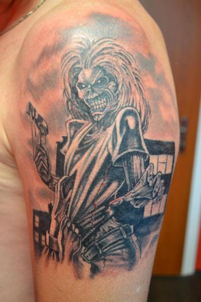 Tatuaggio Spalla Fantasy Iron Maiden di Upstream Tattoo