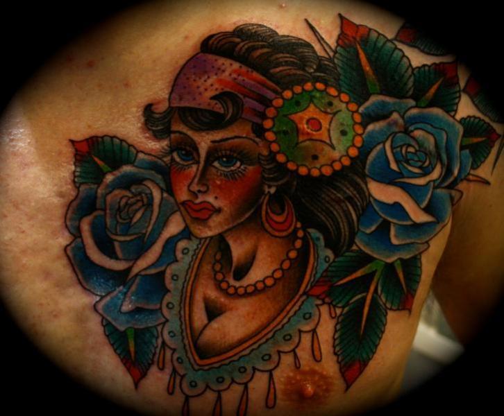 Brust Blumen Kopf Tattoo von All Star Ink Tattoos